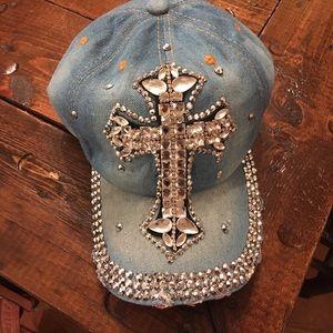 Accessories - Cross rhinestone cap